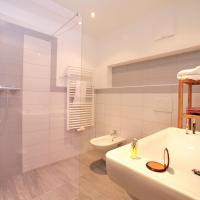 Three-Bedroom Apartment with Balcony Alm 2