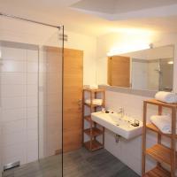 Three-Bedroom Apartment with Balcony Alm 1