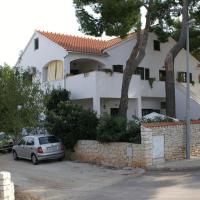 Hotel Pictures: Apartment Mirca 2902b, Supetar