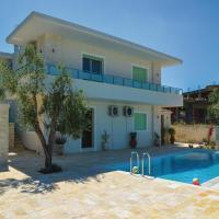 Фотографии отеля: Three-Bedroom Holiday Home in Sarande, Ксамил