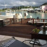 ホテル写真: Serene Waterfront Villa, Bolans