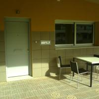 Hotel Pictures: Livingirona Apartments, Girona