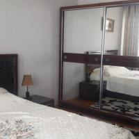 ホテル写真: Two room apt, near CUM, ドゥシャンベ