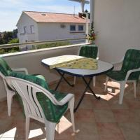 Hotel Pictures: Apartment Rab 14792a, Rab