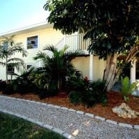 Hotel Pictures: Gulf Drive Duplex (Ground Floor), Holmes Beach