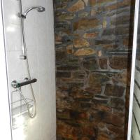 Three-Bedroom House with Private Shower