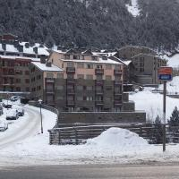 Фотографии отеля: First Line Mountain View Ski Apartment, Солдеу
