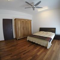 Foto Hotel: New Fully Furnished Hill View Private Bedroom Near Airport, Bayan Lepas