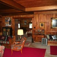 Hotel Pictures: The Wheeler Family Cottage, Suttons Bay