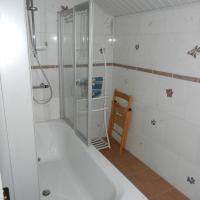 Three-Bedroom House with Private Bathroom
