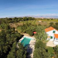 Hotel Pictures: Holiday house Olive Trees, Privlaka