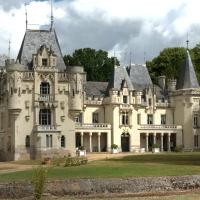 Hotel Pictures: Chateau de Salvert - Gites, Neuillé