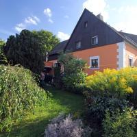 Hotelbilleder: Ferienwohnung-Waldstrasse-mit-Garten-nur-50-Meter-vom-Wald-entfernt, Waldsassen
