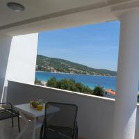 Hotel Pictures: Apartmani ROKO, Sevid, Marina