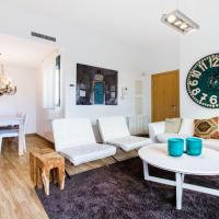 Deluxe Three-Bedroom Apartment with Terrace - Calle Corona 4