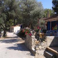 Hotel Pictures: Cabanon Calanque Marseille, Le Rove