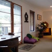 Hotel Pictures: Luxury Eco-Friendly Recharge Retreat, Tallebudgera