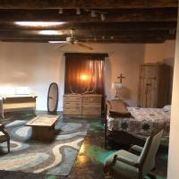Hotel Pictures: Large private bedroom, full bath, walk in closet, internet. Close to Santa Fe Airport, Courtyard., Agua Fria