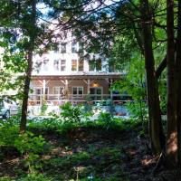 Hotel Pictures: The Guest House at Eugenia Falls, Flesherton