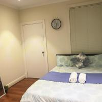 Hotel Pictures: Meo's House, Woodville