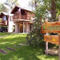 Hotel Pictures: Cabañas Entreverdes, Villa Gesell
