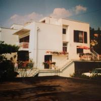 Foto Hotel: Apartmani Tatjana I Janko, Selce