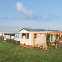 Hotel Pictures: Holiday Chalet Westerland 1, Westerland