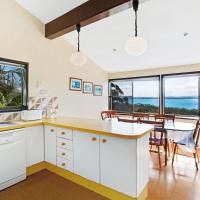 Hotel Pictures: Spectacular views & Sleeps 12!, Nelson Bay