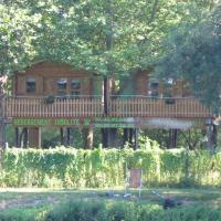 Hotel Pictures: Châlets Camping Belle Rivière, Chaniers