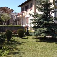 Hotellikuvia: House with Beautiful Garden and Cellar, Tbilisi City