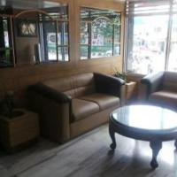 Hotellikuvia: 1 BR Guest house in Chamrajpet, Bengaluru (D801), by GuestHouser, Bangalore