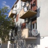 Hotel Pictures: Apartment Lebinac 3, Senj
