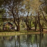 Zdjęcia hotelu: House on River Una, Lohovo