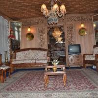 Fotos do Hotel: 2 BHK Houseboat in Nigeen Lake, Srinagar(F27F), by GuestHouser, Srinagar