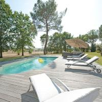 Hotel Pictures: Beautiful Country House with private swimming pool., Verteuil-d'Agenais