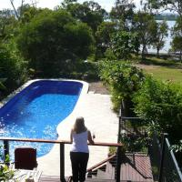 Hotel Pictures: Yarrandabbi Dreaming Boutique B&B, Macleay Island