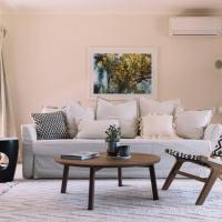 Foto Hotel: Comfortable Living at 3 Bedroom Coastal Residence, Dromana