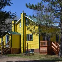 Hotel Pictures: La Maison jaune de Chute-Saint-Philippe, Lac-Saint-Paul