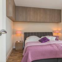 Hotel Pictures: Modern Seaview apartment 'Zeebries' + free parking, Noordwijk