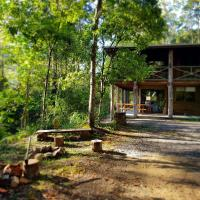 Hotel Pictures: The Gum Leaf Cabin. Carawirry Forest Escape, Monkerai