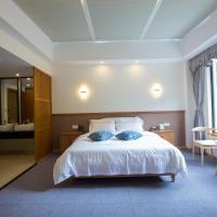 Hotel Pictures: Aba Siguniang Mountain Holy Holiday Hotel, Xiaojin