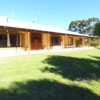 Hotel Pictures: somerswey retreat, Woodridge