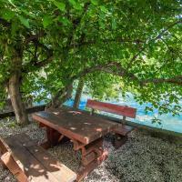 Zdjęcia hotelu: Charming Cottage with Private River Beach, Mostar
