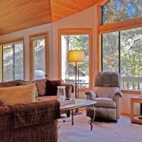 Hotellikuvia: Redcedar 50 Three-Bedroom Home, Sunriver