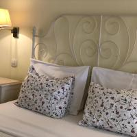 Hotel Pictures: Guest House Sea Breeze, Sveti Stefan