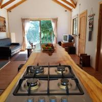 Фотографии отеля: Aitue Cabana borde Rio Trancura, Curarrehue