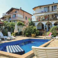 Hotelbilleder: Eight-Bedroom Holiday Home in Bliznatsi, Bliznatsi