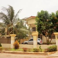 Hotel Pictures: Sandpark Place, West Hills, Accra
