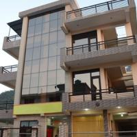 Hotellikuvia: 1 BR Guest house in Tapovan, Rishikesh (D9E5), by GuestHouser, Rishīkesh