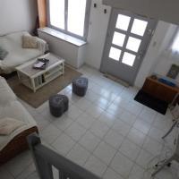 Hotel Pictures: House Maison sablaise 6 personnes dans le quartier du passage, Les Sables-d'Olonne